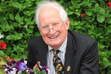 Image for press release - Broadcasting and horticultural legend to be given Honorary Degree!